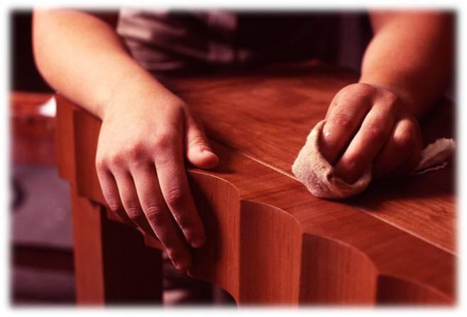 Как убрать царапины на коричневой мебели?