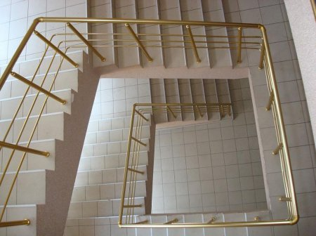 Оградительные конструкции: алюминиевые перила и поручни