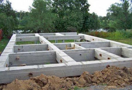 Как сделать фундамент для дома из пеноблока