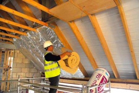 Как качественно утеплить скатную крышу