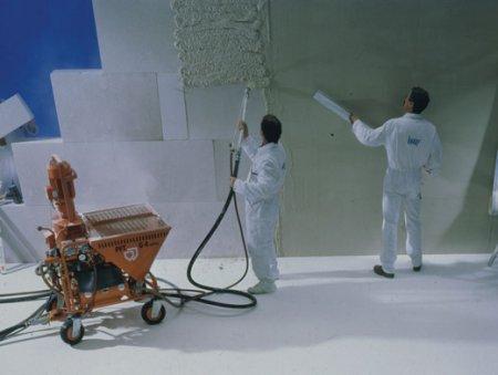 Что привлекает мастеров в машинной штукатурке стен?