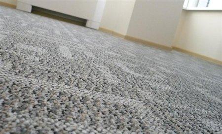 Укладка ковролина в комнате