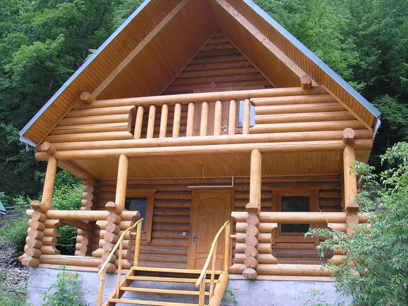 Деревянные дома с французским балконом
