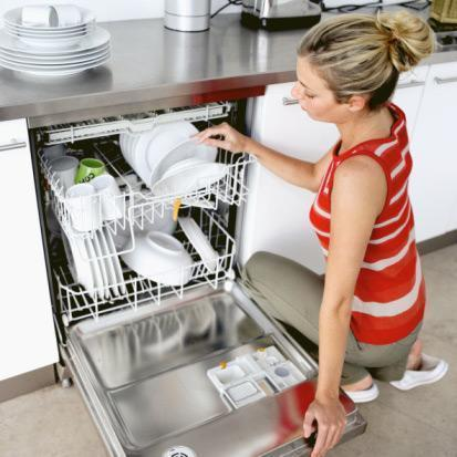 Нужна ли дома посудомоечная машина?