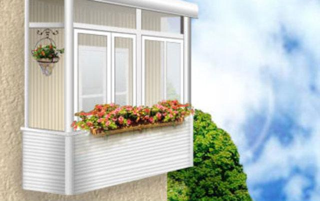Застекленный балкон с цветами