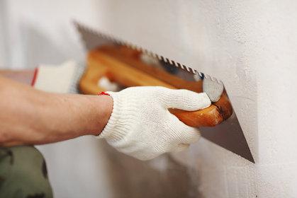 Материал и инструмент для оштукатуривания стен