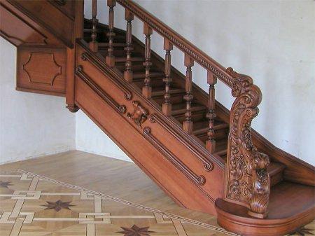 Виды отделки деревянной лестницы