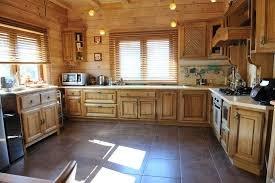 Три причины выбрать стильные кухонные гарнитуры из дерева для загородных до ...