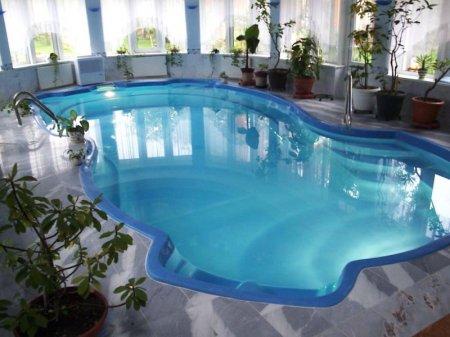 Какой должна быть подсветка бассейна?
