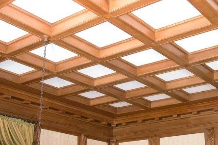 Какими преимуществами обладают деревянные потолки