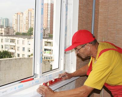 Монтаж пластикового ПВХ окна