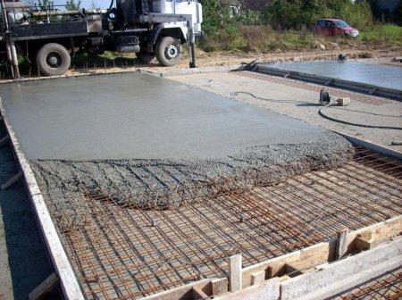 Какие типы монолитных фундаментов используют в строительстве?