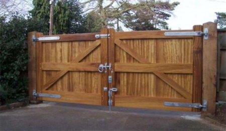 Как своими руками изготовить и установить деревянные ворота