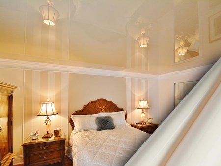 Чем примечательны натяжные потолки?