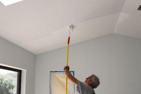 Как покрасить потолок самому