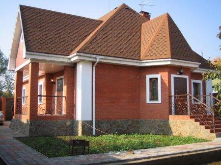 Собственный загородный дом из кирпича