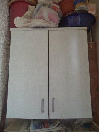 Вторая жизнь старых вещей – кухонные шкафчики на балконе